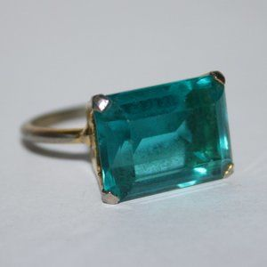 Bright blue vintage gold ring size 7.25